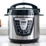 www.yourbestdigs.com/reviews/the-best-pressure-cooker/, CC BY 2.0 , via Wikimedia Commons